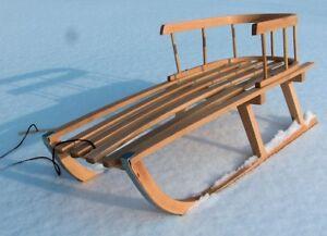 Holzschlitten aus Buchenholz mit Rückenlehne Zugseil Schlitten Lehne Schieber