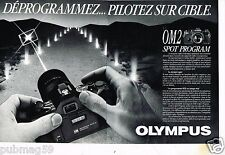 Publicité advertising 1985 (2 pages) Appareil photo Olympus OM 2 spot program