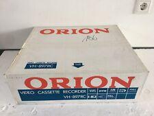 Orion vh-897rc VHS-Video Recorder PAL/SECAM BG NUOVO in OVP NEW - 2 ANNI GARANZIA