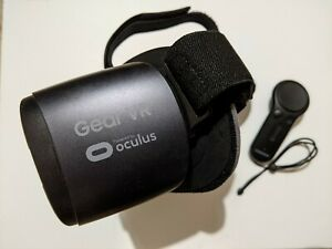 SAMSUNG Gear VR (2017 Edition) with Controller for Galaxy S8