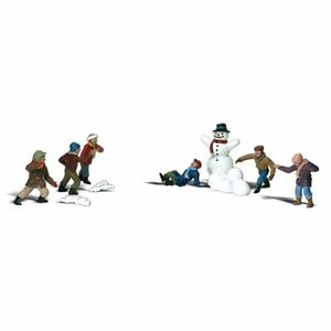 Painted Snowball Fight (OO/HO figures x 10) Woodland Scenics A1894