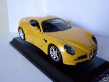 Alfa 8C Competitione, amarillo, Bburago Auto Modelo 1:32, EMB.ORIG