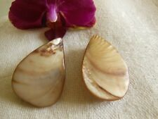 D13D Duo ornement pendant perle en NACRE marron rosé création bijoux coquillage