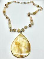 Beautiful Vintage Gold Tone Cream Glass Beaded Pendant Necklace Jewelry