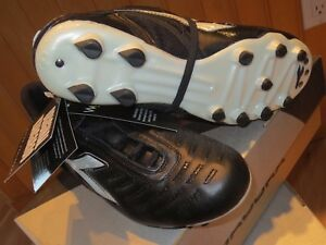 New Soccer Cleats DIADORA MARACANA MD BLACK or WHITE SIZE 5 and 5.5