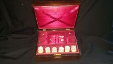 Antigua Caja de costura de palo de rosa llamado fechado 1849 Plus seis Madre de Perla Carretes Etc
