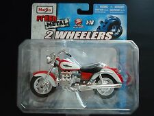 Maisto Honda Valkyrie F6 Red and White 1/18 Motorcycle Bike