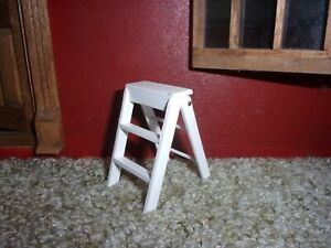 2.5 INCH STEP LADDER - WHITE  -  DOLL HOUSE MINIATURE