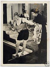 donna (?) in piscina foto di film anni '40 '50