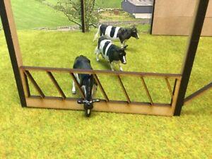 Woody Farm Building.  MMBWB-01 feed barrier 1 x 10 pack 1:32, Farm buildings