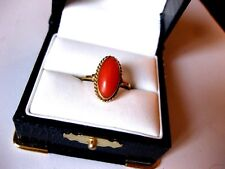VINTAGE EUROPEAN 750/18K YELLOW GOLD RING with NATURAL CORAL