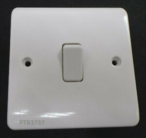 10amp INTERMEDIATE SWITCH WHITE PPS16 IT'S THE ONE YOU USE BETWEEN 2WAY ASHLEY