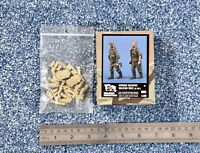 Verlinden 1:35 German infantry walking (2 figs.) WW2 resin kit #690