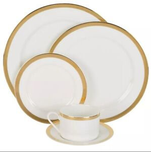 Nevaeh White by Fitz and Floyd Grand Rim Gold 5-Piece Place Setting NEW