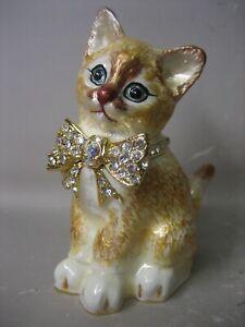 KARCA lovely cat figurine