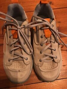 Gravis Factor Ladies Leather Trainers Warm Grey Woman's US 8