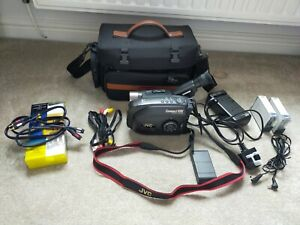 JVC GR-AX280 CAMCORDER COMPACT VHS + CAMERA BAG, LEADS BATTERY, CHARGER, TAPES