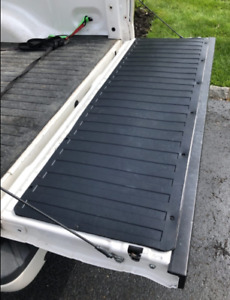 Rubber TAILGATE MAT (FORD F-150) Cargo Bed Liftgate Protector Ribbed Black Liner