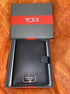 NI Beautiful Tumi Snap Passport  Black Leather