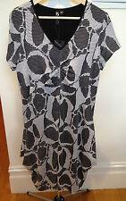 TAKING SHAPE  BNWT Black White Stretch V-Neck Short Sleeve Empire Dress  XXS