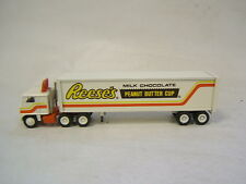Winross Reese's Peanut Butter Cup White 7000 Tractor 1981 Flat Windscreen