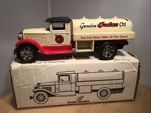 1931 INTERNATIONAL TANKER TRUCK - INDIAN MOTORCYCLE BANK - SCALE MODELS 1:34