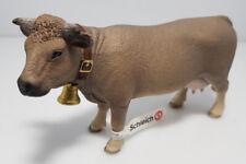 SCHLEICH® Farm World 13874 Braunvieh mit Glocke Kuh Rind Bauernhof NEU mit Fahne