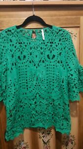 Gorgeous SPICY SUGAR ladies loose fit green lace blouse (size 8)