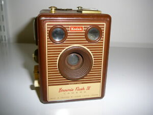 Kodak Brownie Flash IV Box Film Camera (C65 4)RL