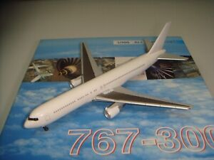"""Dragon Wings 400 All White Series B767-300 """"All White color"""" 1:400"""