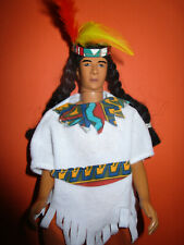 B521) SCHÖNER ALTER VINTAGE KID KORE MAN DOLL NATIVE AMERICAN WHITE EAGLE 1994