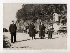 PHOTO ANCIENNE Voiture Groupe Pancarte Yenne Chevelu Route auto Vers 1930