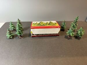COMPLETE UNBROKEN UNGLUED #1404 PLASTICVILLE 8 PINE TREES W/BOX