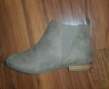 WOMENS TRENDY NEW COMFY FLAT KHAKI BEIGE BROWN CHELSEA ANKLE BOOTS: SIZE 8 (42)