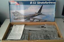 Monogram 1:72 Scale B-52 Stratofortress Bomber 5709  Un-Asemble