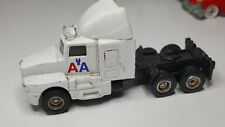 Maisto / American Airlines AA Cargo Box Hauler Truck / Aviation / Semi Tractor