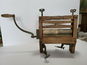 ANTIQUE WOOD/IRON WRINGER FOR WASHER PRIMITIVE  This is in good condition.