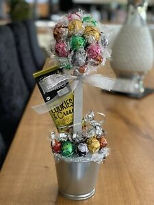Lindt Lindor Mix Choc Sweet Tree With Cookies & Cream Choc Bar! Great Gift!