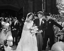JACQUELINE LEE BOUVIER MARRIES SEN. JOHN F. KENNEDY 1953 - 8X10 PHOTO (AA-249)