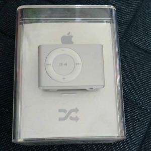 Apple iPod Shuffle 2nd Generation Silver (1GB) New Condition F/S