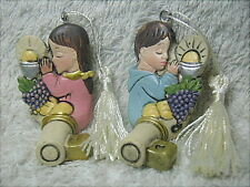 2 bomboniere per Comunione, chiave con bimbi in resina decorata con nappina.