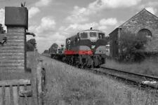 PHOTO  1990 IRISH RAIL 141 CLASS LOCOM APPROACHING FOXFORD RAILWAY STATION AN IR