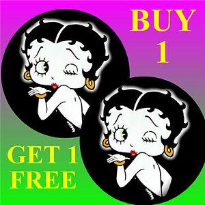 Betty Boop - Fun Auto / Fenster Sticker + 1 Gratis - Brandneu - Geschenk