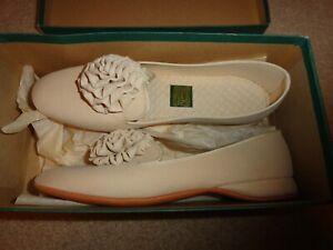 Vintage Daniel Green Women's Slippers Petite Champagne Beige Size 2A75