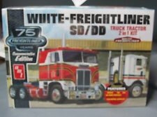 AMT #1046 White Freightliner cabover tractor 2 in 1 kit.  1/25th scale.