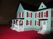MTH 3090511 FARM HOUSE-LIGHT GREEN W/RED SHUTTERS