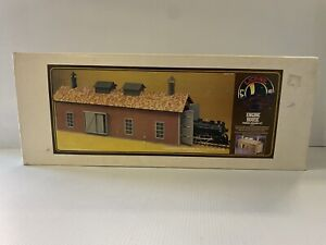G Scale Wood Building Kit  Lionel Large Scale Engine House NIB