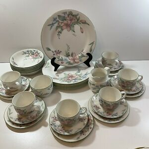 Royal Doulton Expressions Carmel Dinner Service Set. 6 place setting 32 Pieces