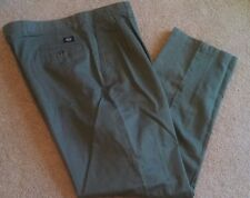 Dockers Classic Fit Pleated No Wrinkle Mens Size W38  L34.  Khaki in Color.