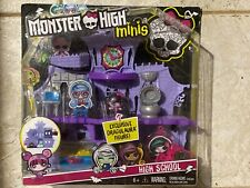 Monster High Minis Playset/High School with Exclusive Draculaura Doll Figure